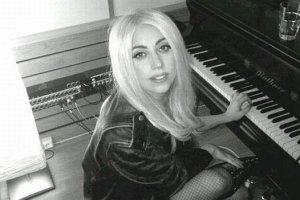 Леди Гага презентовала свой самый серьезный сингл