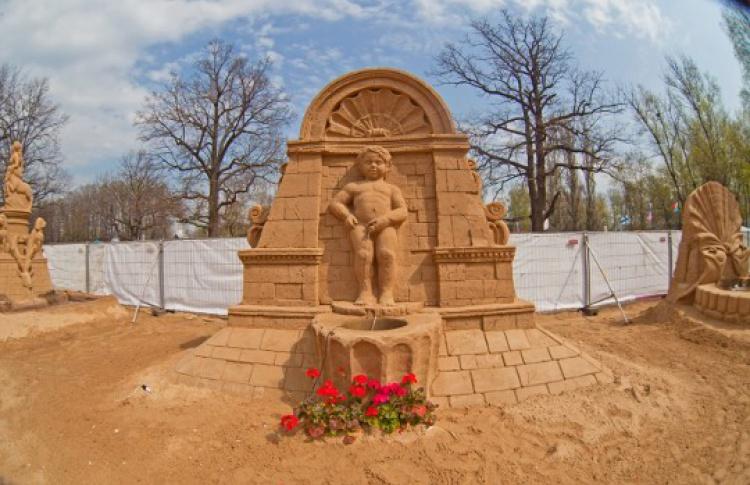 Акция: Выиграй билет на2лица намеждународный фестиваль песчаной скульптуры «Знаменитые фонтаны мира»