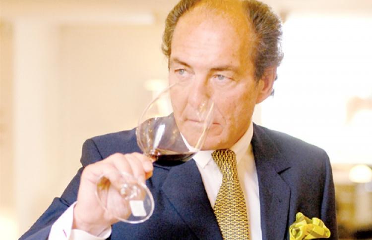 Георг Ридель, глава всемирно известной компании попроизводству бокалов, рассказал освоей преданности классике, неповторимой винной коллекции иорадости, скоторой онвозглавляет семейный бизнес.