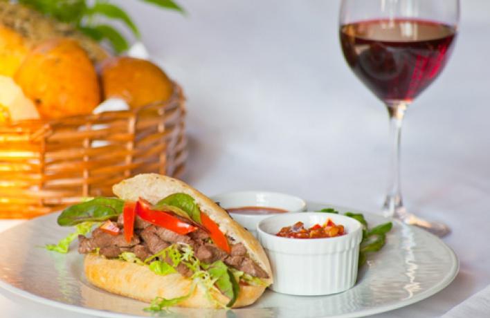 Вменю ресторана «Галерея» появились средиземноморские тапасы имексиканские закуски