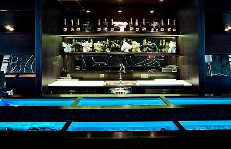 Устричный бар вSky Lounge