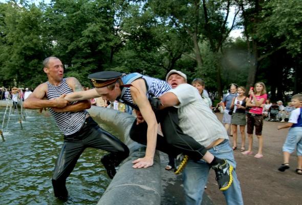 Фотоотчет: Как прошел День Военно-Морского флота вПетербурге - Фото №6