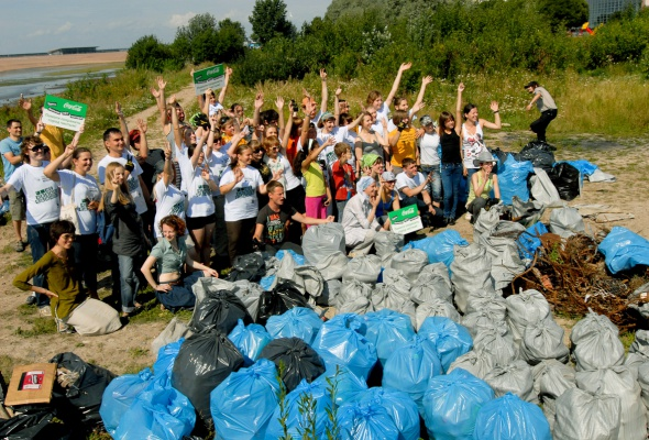 Фотоотчет: Как прошла акция «Блоггеры против мусора» вСанкт-Петербурге - Фото №10