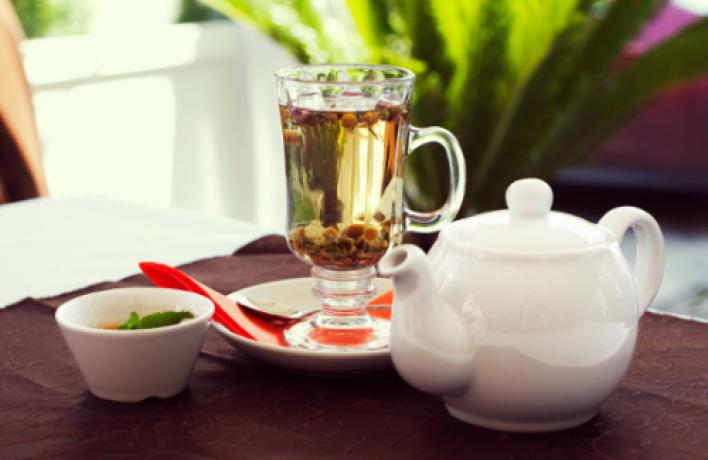 Вкафе «Гараж» наливают чай Time Out