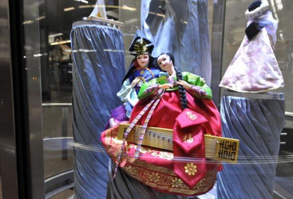 Настанции метро «Воробьевы горы» открылась выставка кукол - Фото №0