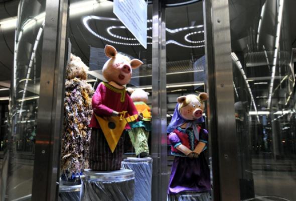 Настанции метро «Воробьевы горы» открылась выставка кукол - Фото №1
