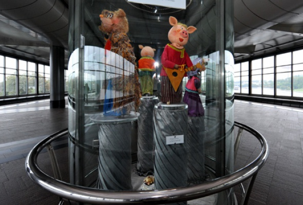 Настанции метро «Воробьевы горы» открылась выставка кукол - Фото №3