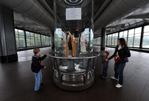 Настанции метро «Воробьевы горы» открылась выставка кукол - Фото №4