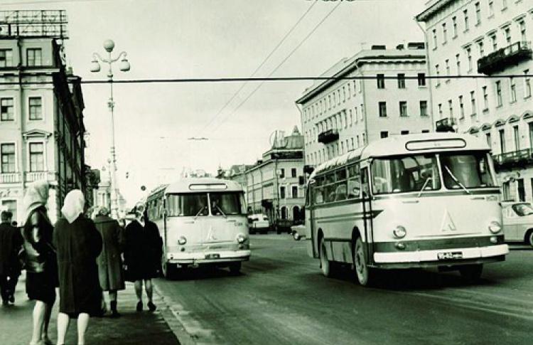 """Выставка """"85. Автобус и его история"""""""