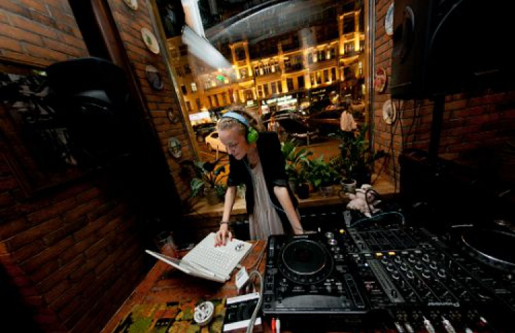 DJ Юля Селезнева