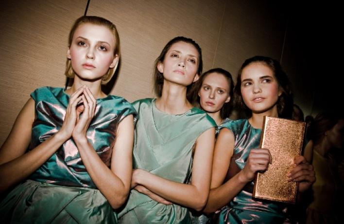 Woman.ruиTimeOut.ruдарят 500 билетов наMercedes-Benz Fashion Week