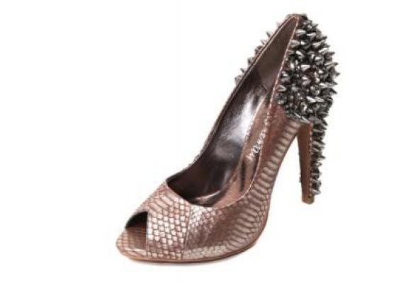 Серебро, шипы измеи украшают обувь Sam Edelman - Фото №2