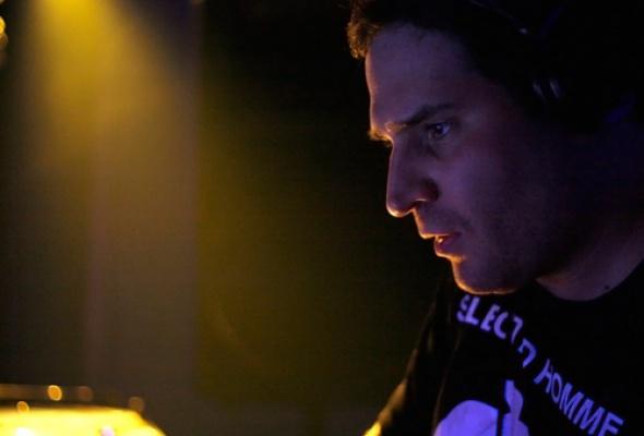 Digital Emotions Night. DJs Fonarev (Digital Emotions, Москва), Cosmonaut (Москва), Czesslove, Stas Fox, Anshutin, театр Microgenetic - Фото №2