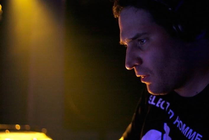 Digital Emotions Night. DJs Fonarev (Digital Emotions, Москва), Cosmonaut (Москва), Czesslove, Stas Fox, Anshutin, театр Microgenetic