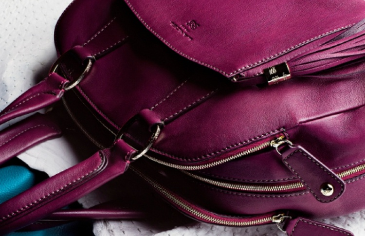 Владелицы сумок Lancel смогут нанести наних свои инициалы