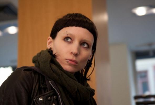 Девушка с татуировкой дракона - Фото №1