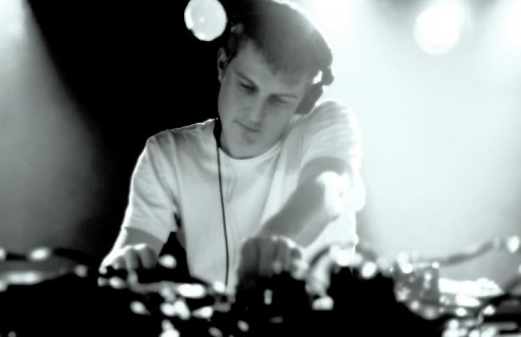 DJs Addison Groove, Jon Convex