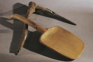 История, вооруженная лопатой