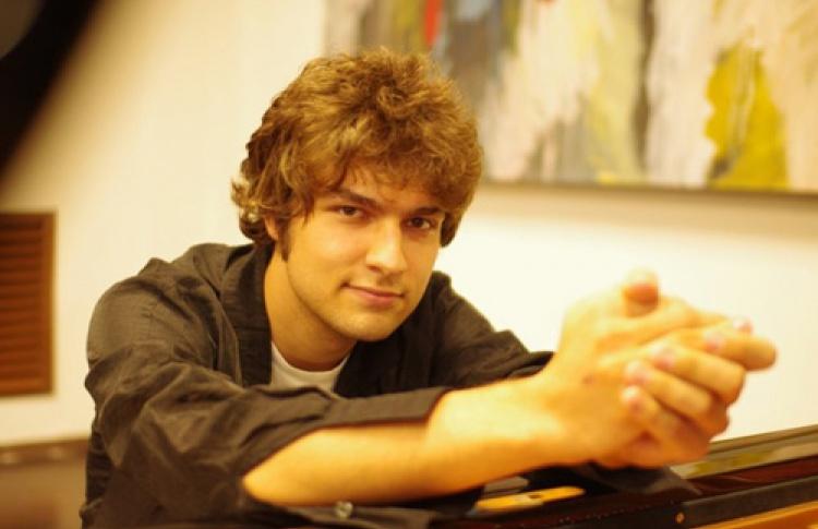 Фортепианный вечер Лукаса Генюшаса