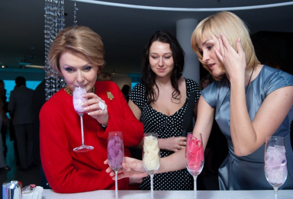 Clarins Group иSwarovski презентовали новый парфюм - Фото №12
