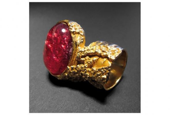 Yves Saint Laurent создал коДню святого Валентина кольцо для влюбленных - Фото №1