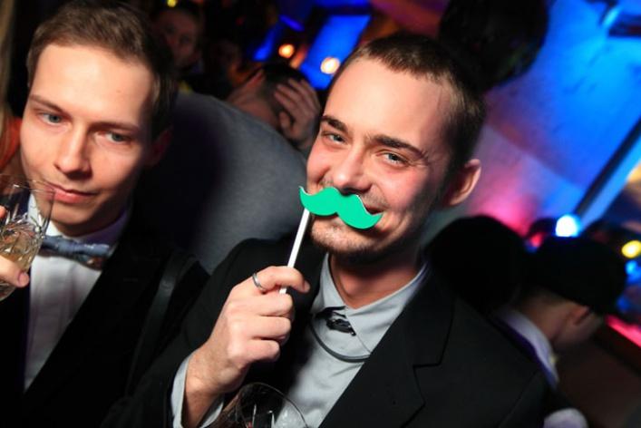 11февраля 2012: Barry Bar