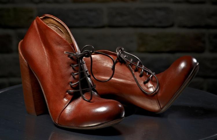 В бутике DISDRESS стартовала распродажа одежды и обуви