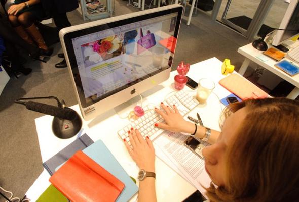 «Цветной» показал, как работает редакция глянцевого журнала - Фото №1