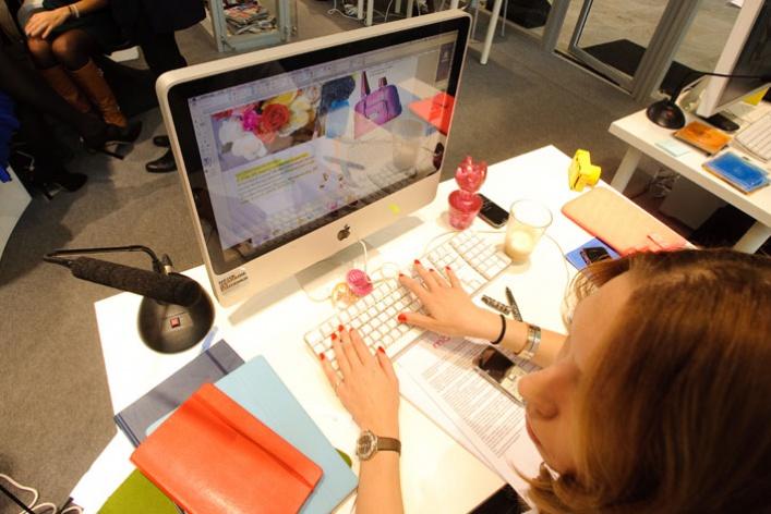 «Цветной» показал, как работает редакция глянцевого журнала