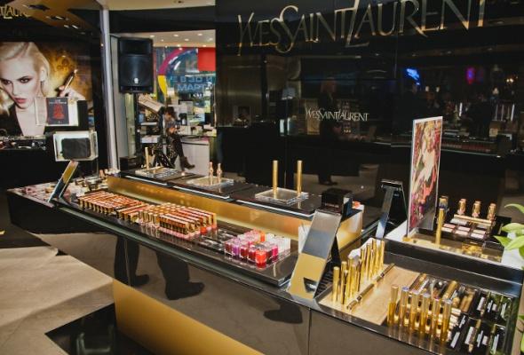 В«Articoli Весна» открылся флагманский корнер Yves Saint Laurent - Фото №2