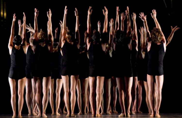 """Интернет-трансляция премьеры балета Начо Дуато """"Многогранность. Формы тишины и пустоты"""""""
