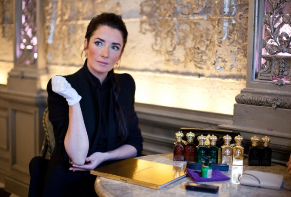 ВМоскву привезли самый дорогой флакон вистории парфюмерии - Фото №2