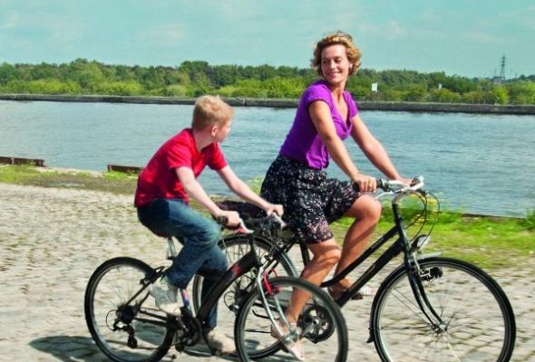 Парень с велосипедом - Фото №6