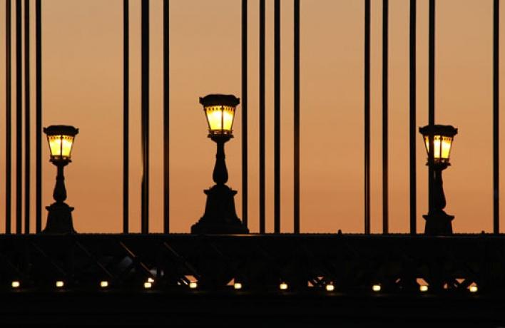 Неисправные уличные фонари будут чинить сами москвичи