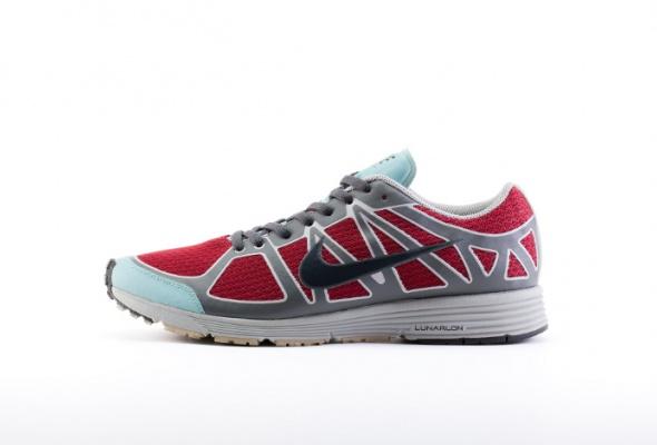 Nike иUndercover выпустили первую линию женской одежды для бега - Фото №5