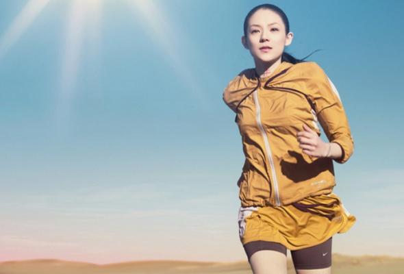 Nike иUndercover выпустили первую линию женской одежды для бега - Фото №0