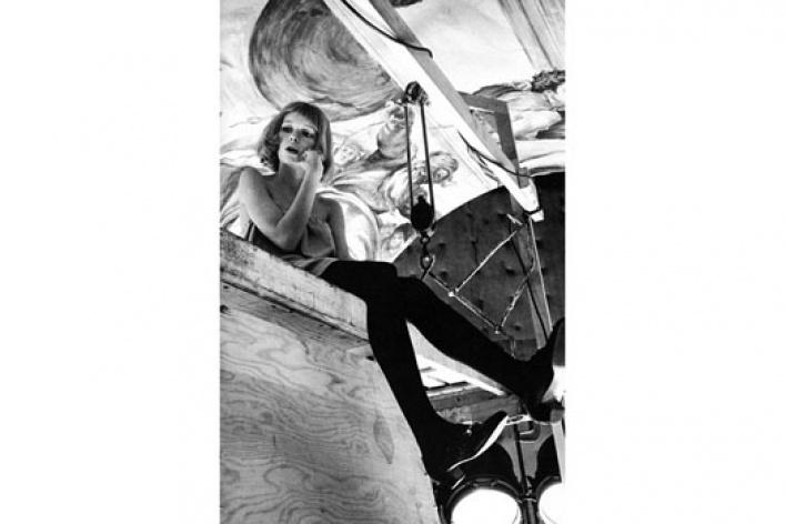 НаФотобиеннале показывают Кейт Мосс иЕлизавету II