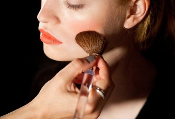 Clinique выпустил коралловый оттенок помады Long Last Lipstick - Фото №2