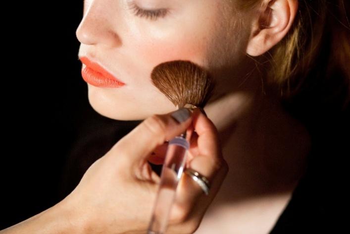 Clinique выпустил коралловый оттенок помады Long Last Lipstick
