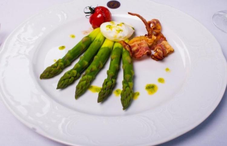 Меню первых весенних овощей вресторанах Taleon Imperial Hotel