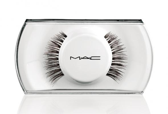 Мисс Пигги стала лицом новой линейки макияжа MAC - Фото №3