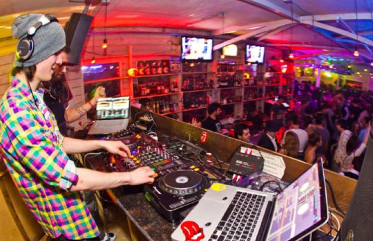 Rolling DJs