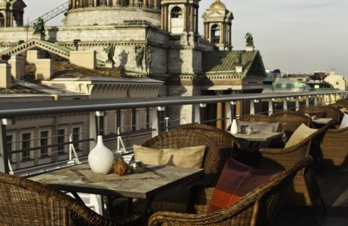 Вдождь наЛетней Террасе отеля Ренессанс 5% скидка наменю