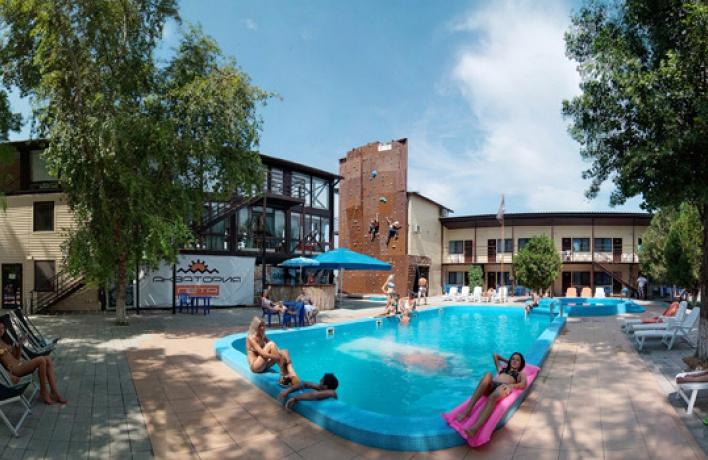Спортивный клуб-отель «Акватория Лета»