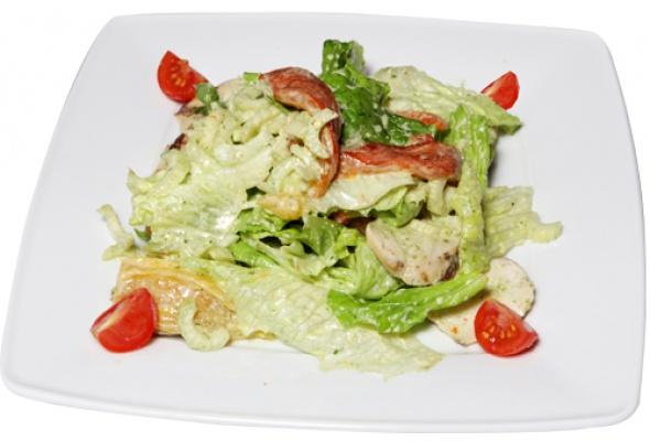 Рецепт: Салат изкуриной грудки, обжаренной нагриле, ссоусом песто - Фото №0