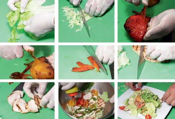 Рецепт: Салат изкуриной грудки, обжаренной нагриле, ссоусом песто - Фото №2