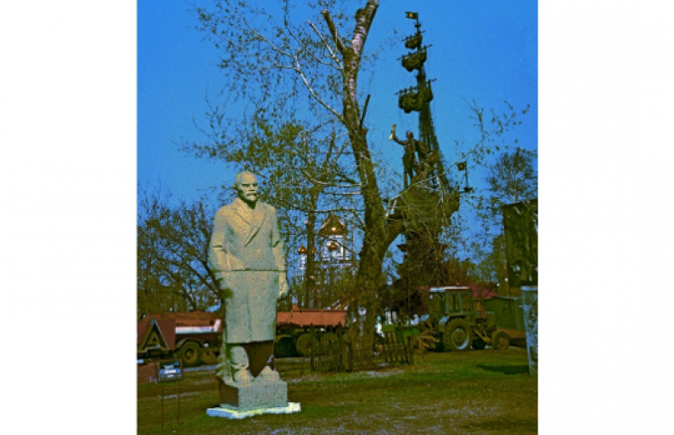 Матрешка-Сталин, Маска-Ленин