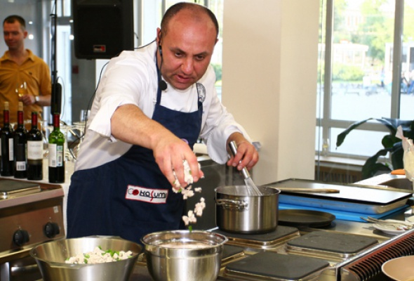 Две национальные кухни висполнении двух кулинаров - Фото №2