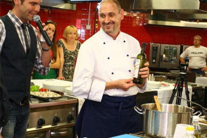 Две национальные кухни висполнении двух кулинаров