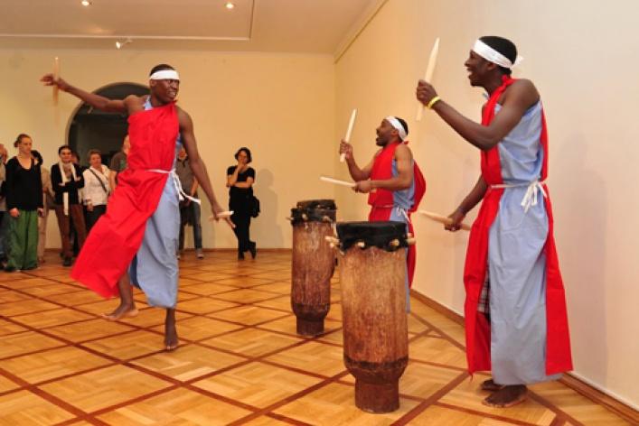 Мастер-класс игры на африканских барабанах в стиле